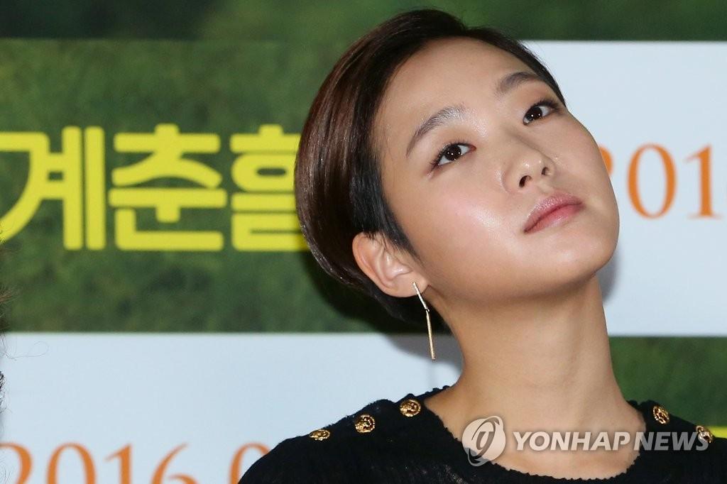 韩演员申河均和金高恩恋情公开