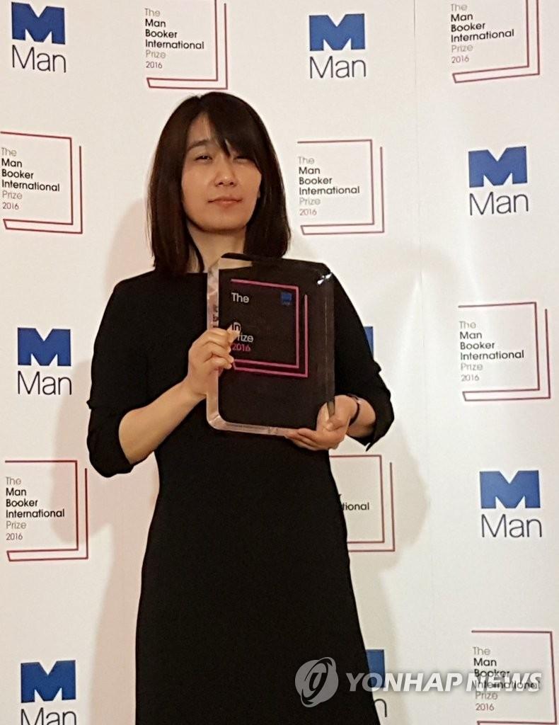 韩国女作家韩江首获国际布克奖
