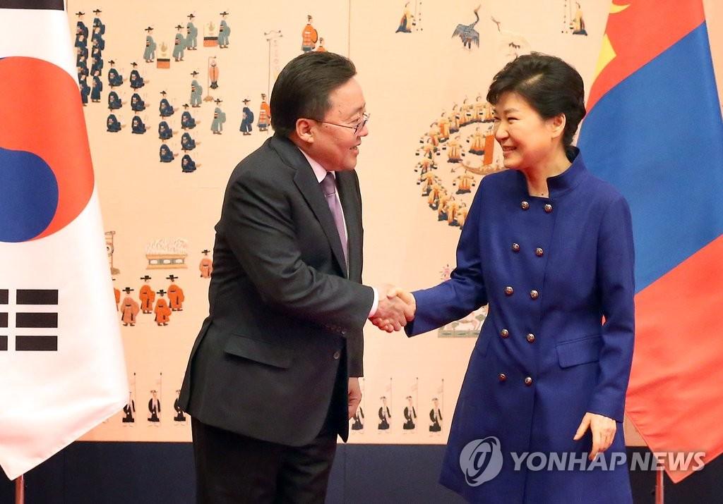 朴槿惠会见蒙古国总统