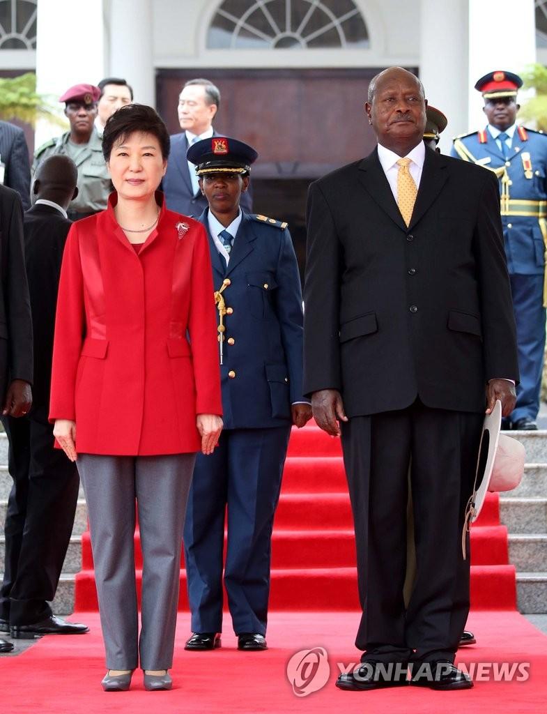 朴槿惠出席欢迎仪式