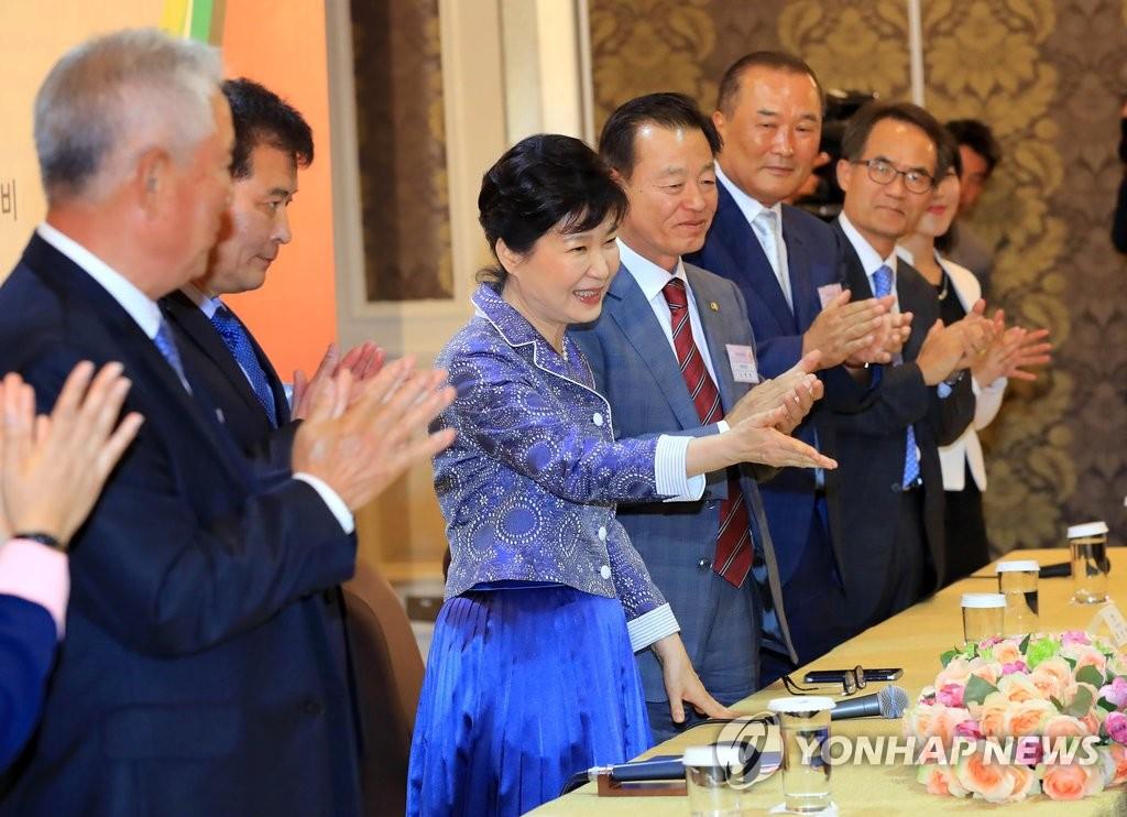 朴槿惠接见肯尼亚韩侨代表