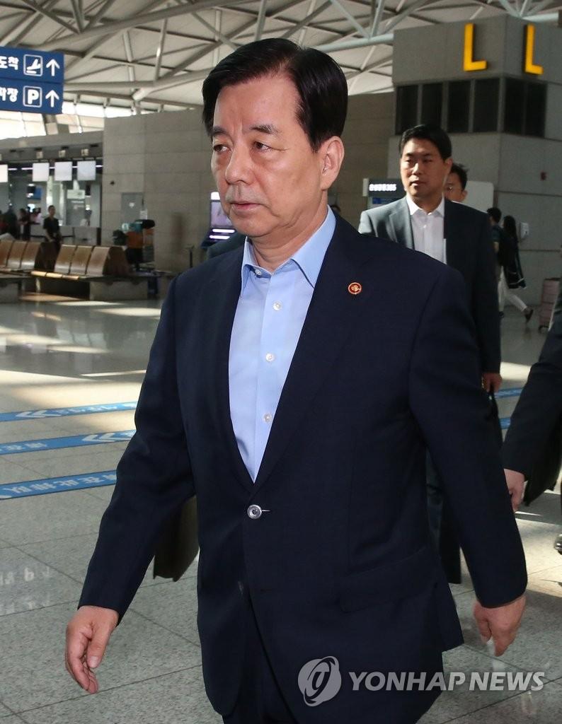 韩防长启程赴新加坡出席香格里拉对话