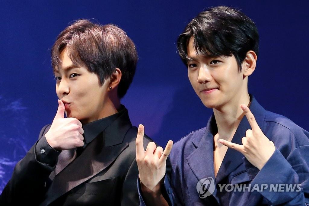 EXO二巡写真集26日发售