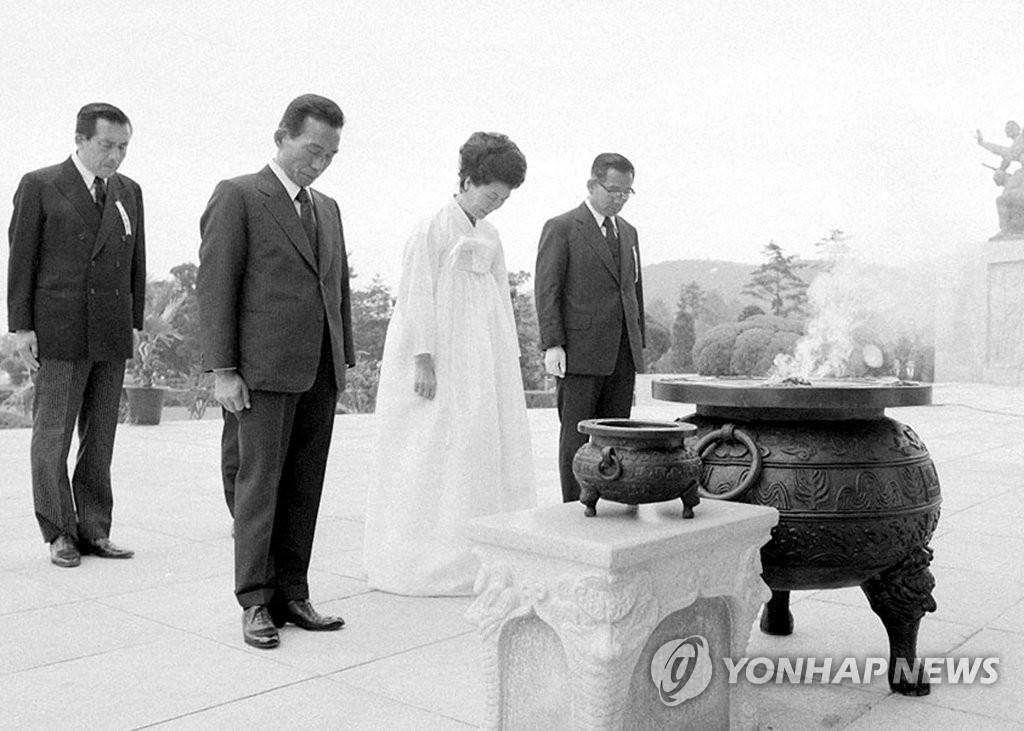 韩前总统朴正熙参拜国立墓地老照片