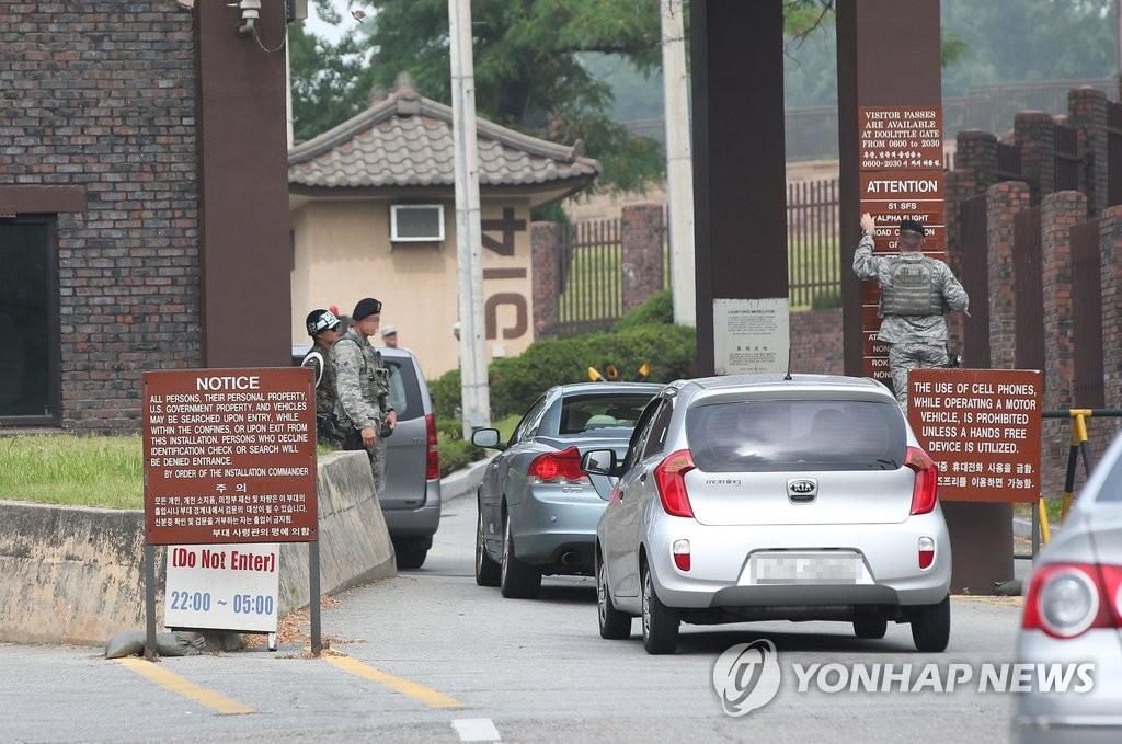 驻韩美军乌山空军基地严防恐袭