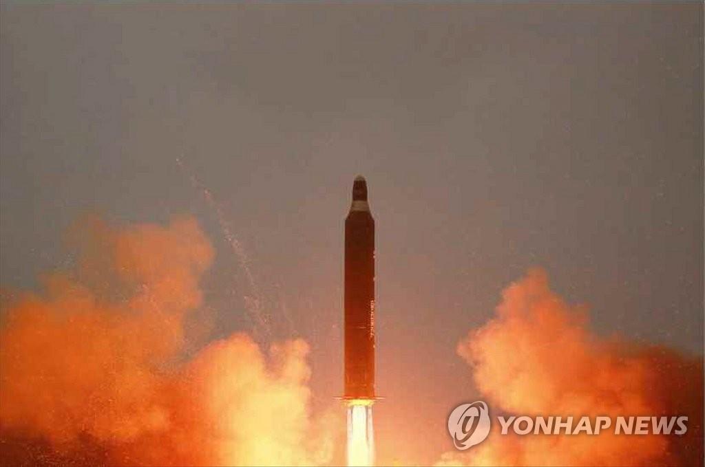 朝媒公开中远程导弹发射照片