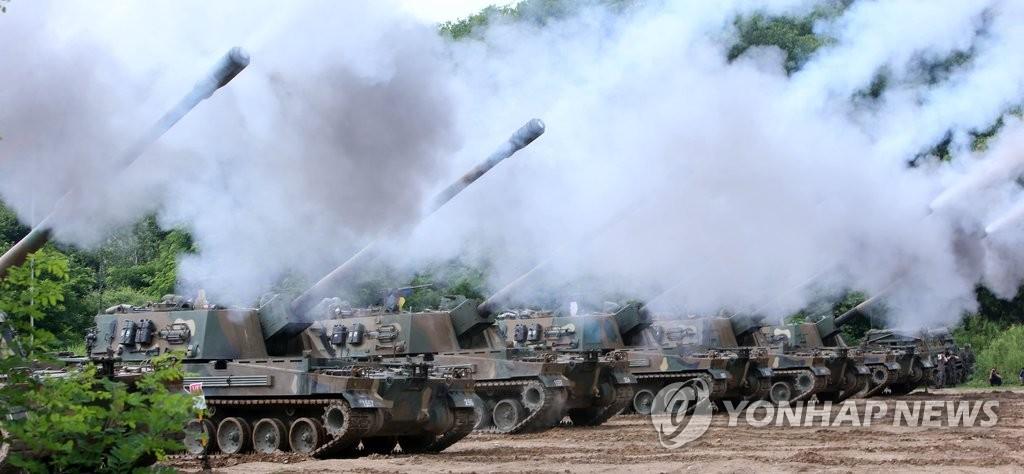 韩野战部队进行炮击训练
