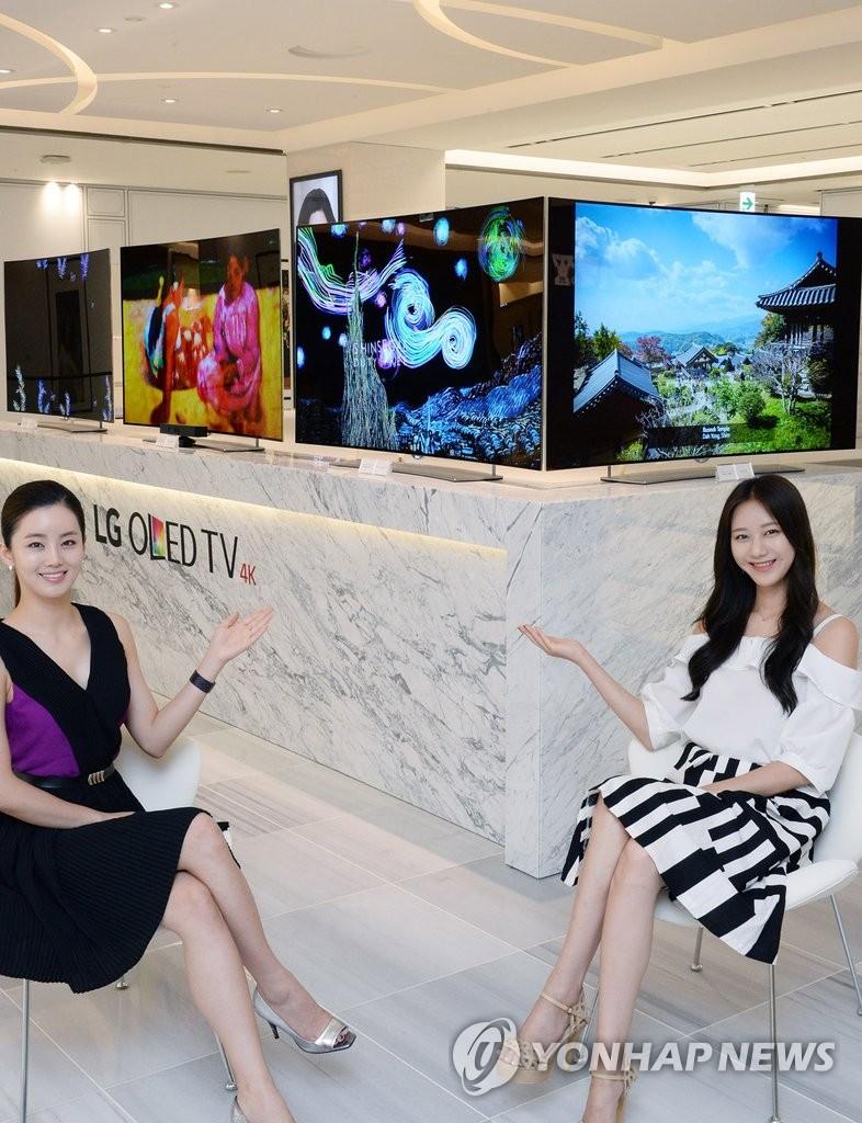 LG电子OLED电视亮相免税店吸引游客眼球