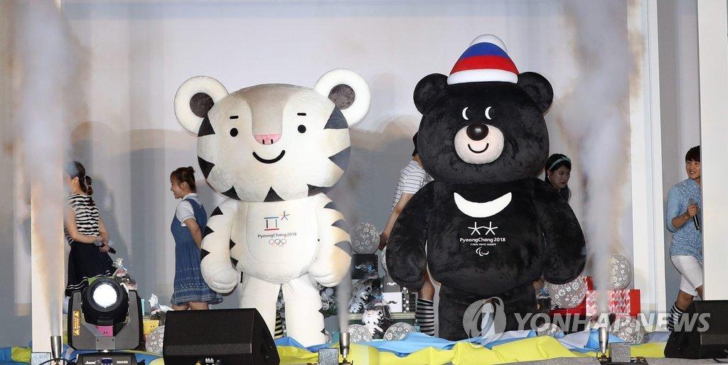 资料图片:Soohorang(左)和Bandabi(韩联社)