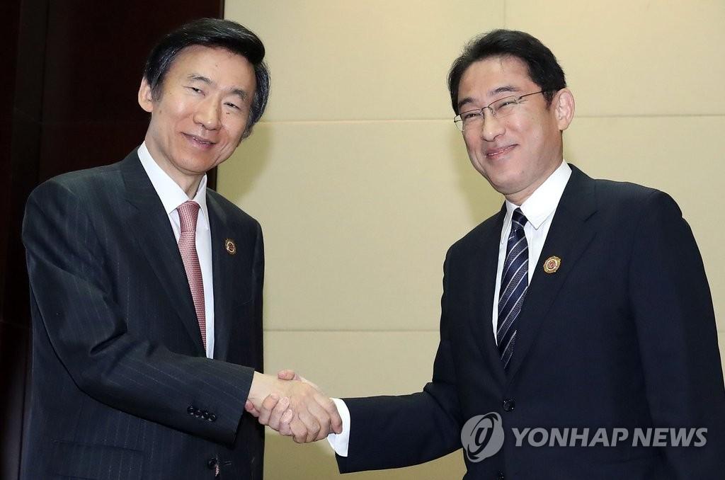 韩日外长老挝会晤