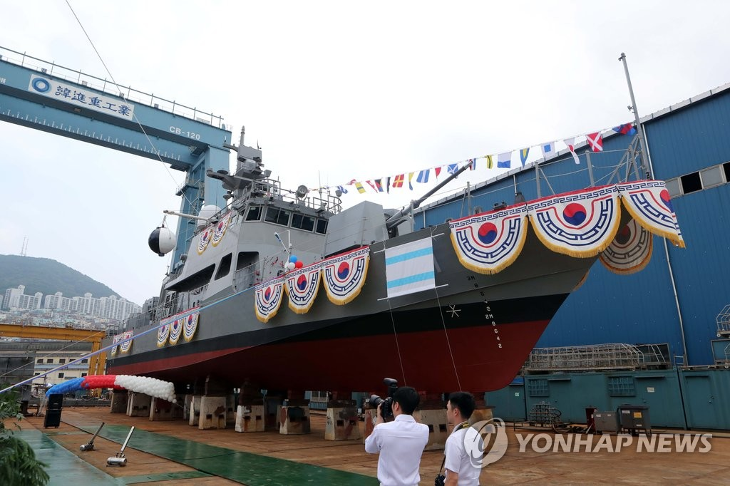 """韩海军新型高速艇""""虎头海雕-211号"""""""