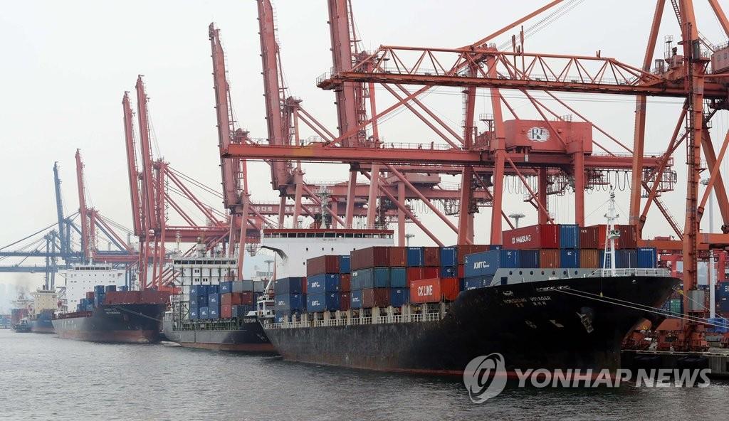 资料图片:釜山港子城台码头(韩联社)