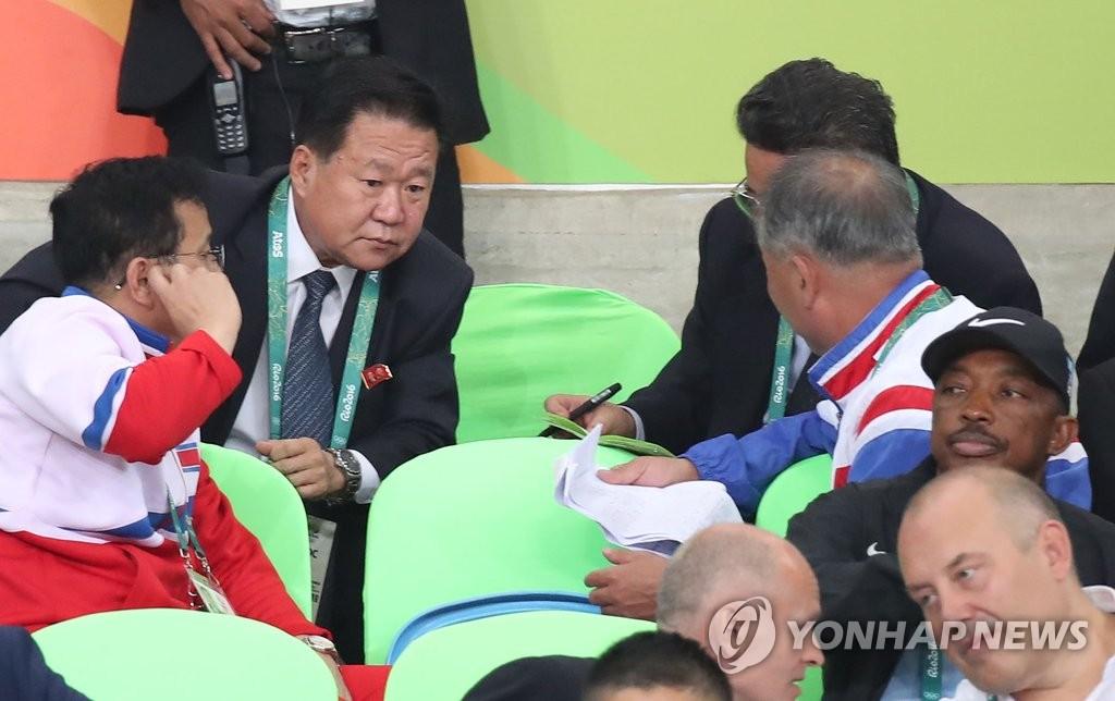 崔龙海观看奥运柔道比赛