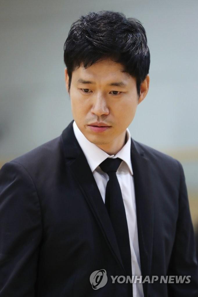 演员刘俊相