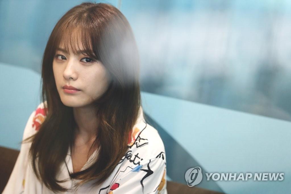 歌手兼演员NANA
