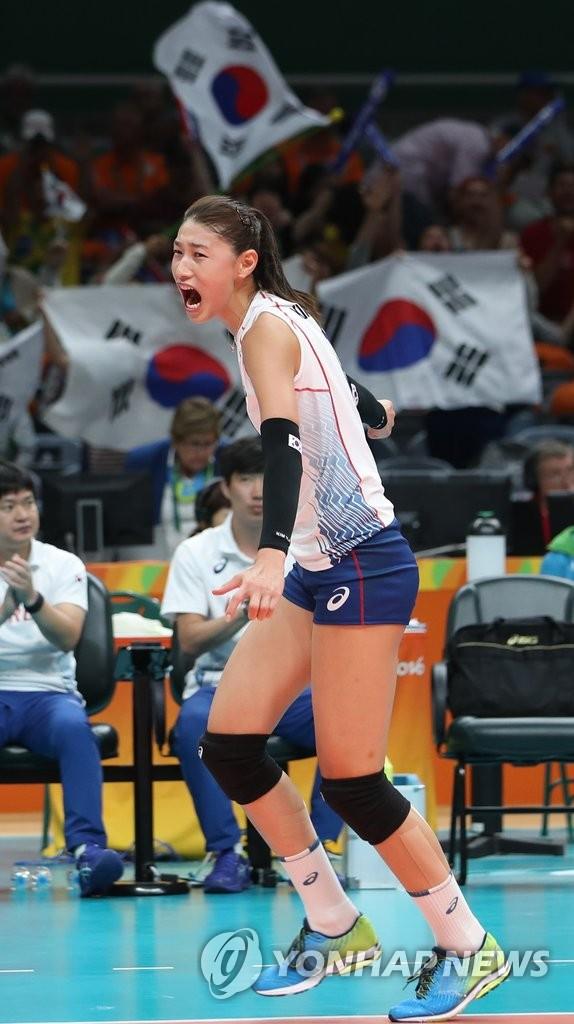 韩女排名将金软景得分欢呼