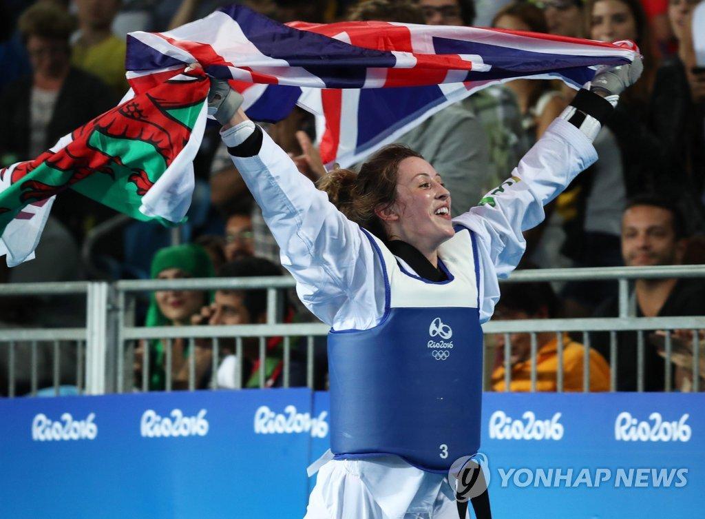 资料图片:里约奥运女子57公斤级金牌得主琼斯(韩联社)