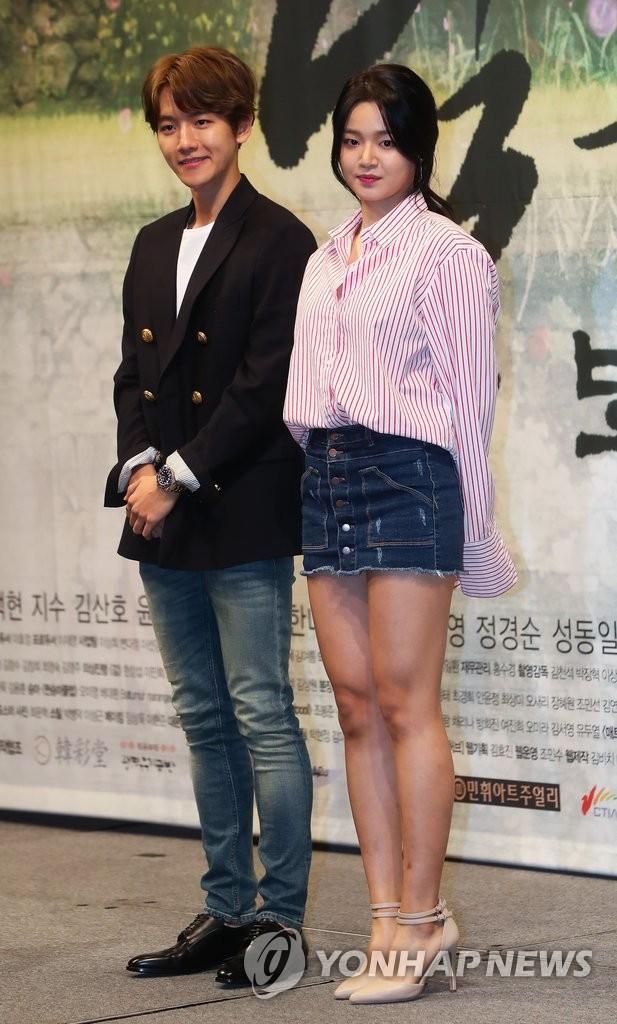 EXO伯贤和歌手池赫拉