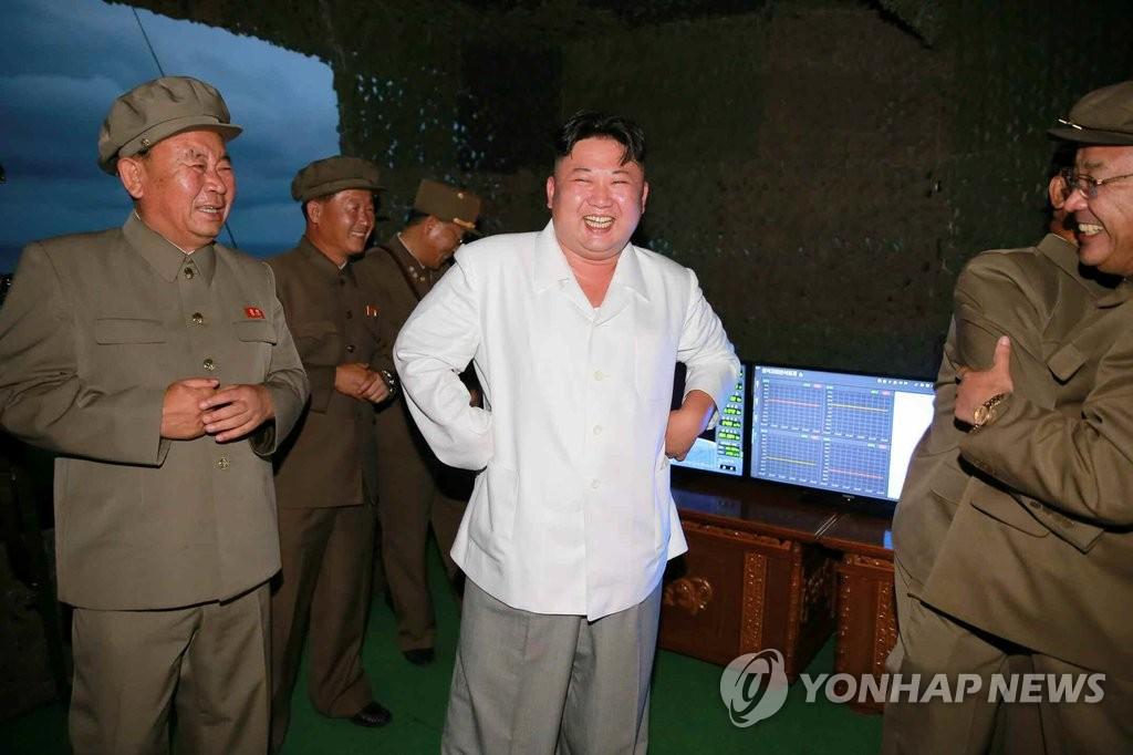 朝媒公开朝鲜发射潜射导弹照片