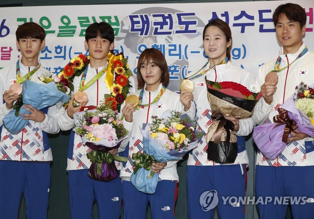 韩跆拳道代表队载誉归国