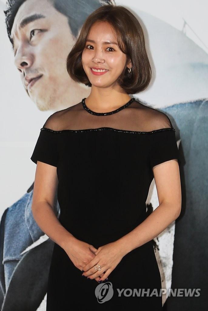 韩志旼出席新片试映会