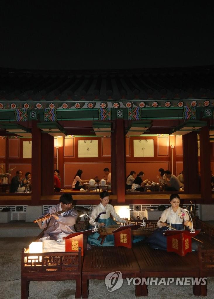 夜间游览景福宫