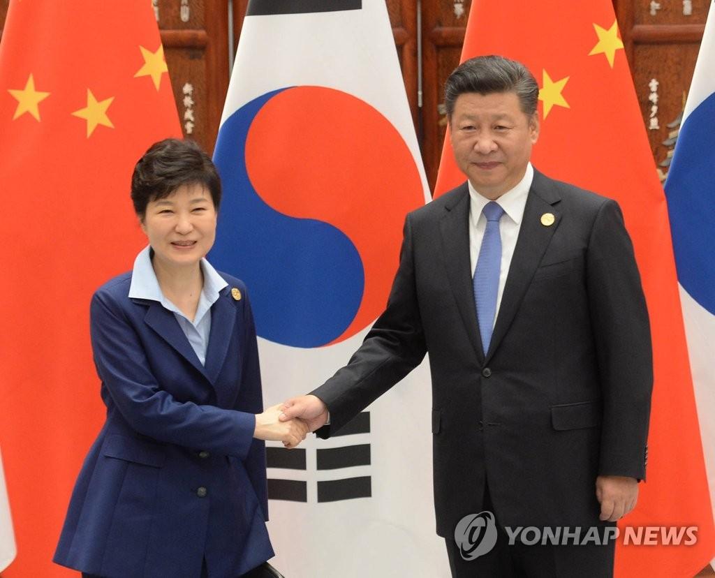 韩中领导人握手