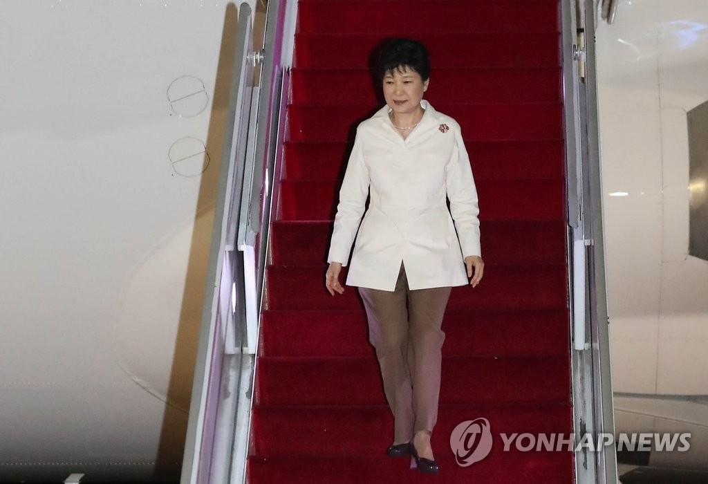 朴槿惠提前结束出访回国