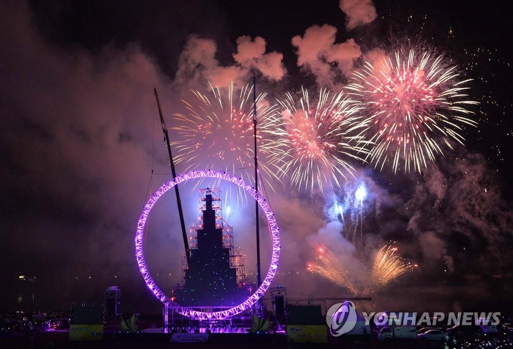 火树银花庆百济文化节开幕