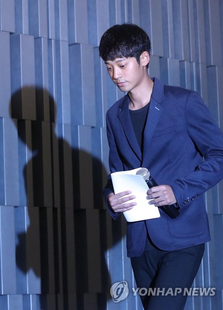 韩歌手郑俊英