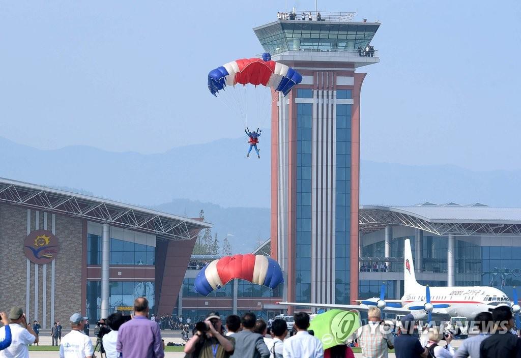 朝鲜举办国际航空节