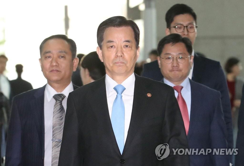 韩防长启程前往美国