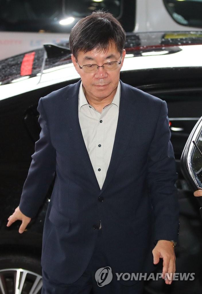 """负责调查""""总统亲信门""""的检察官李永烈"""