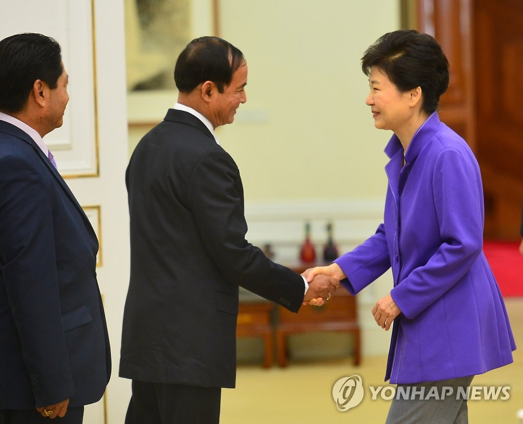 朴槿惠接见缅甸议会人民院议长