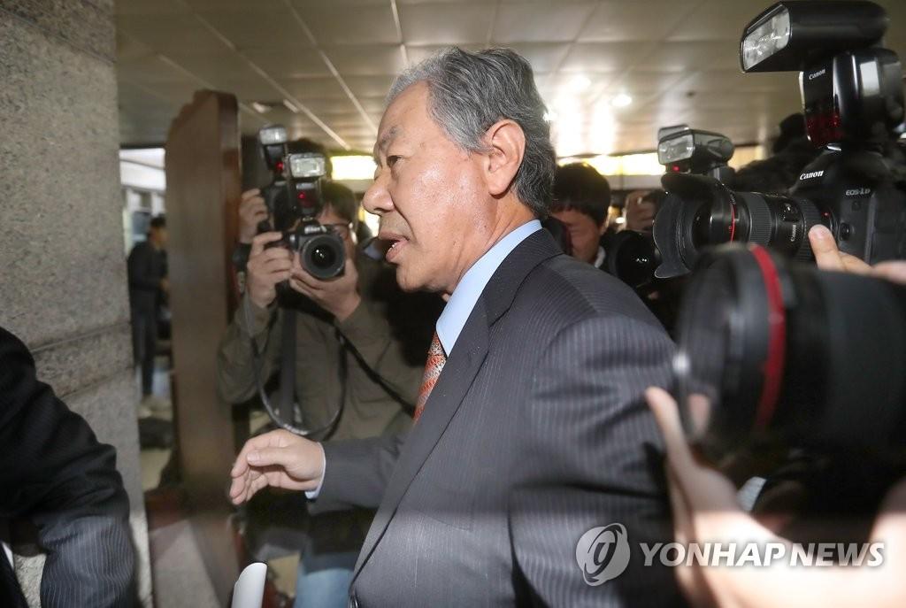 崔顺实辩护律师开记者会