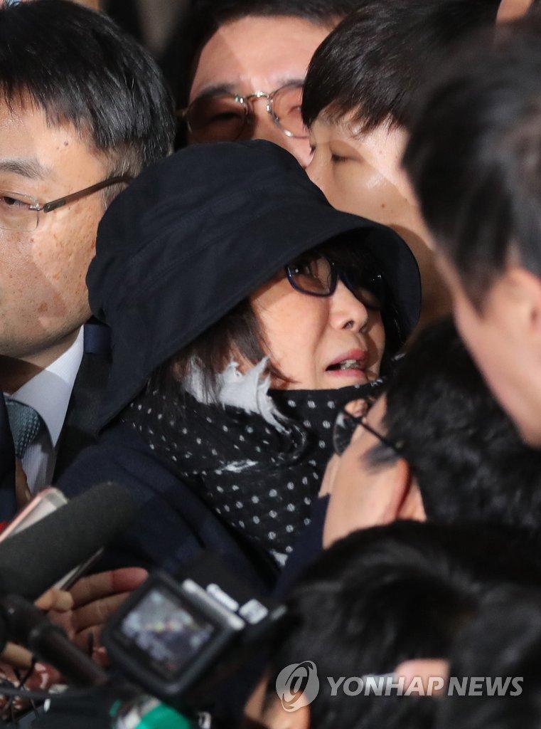 韩总统亲信崔顺实现身检察厅