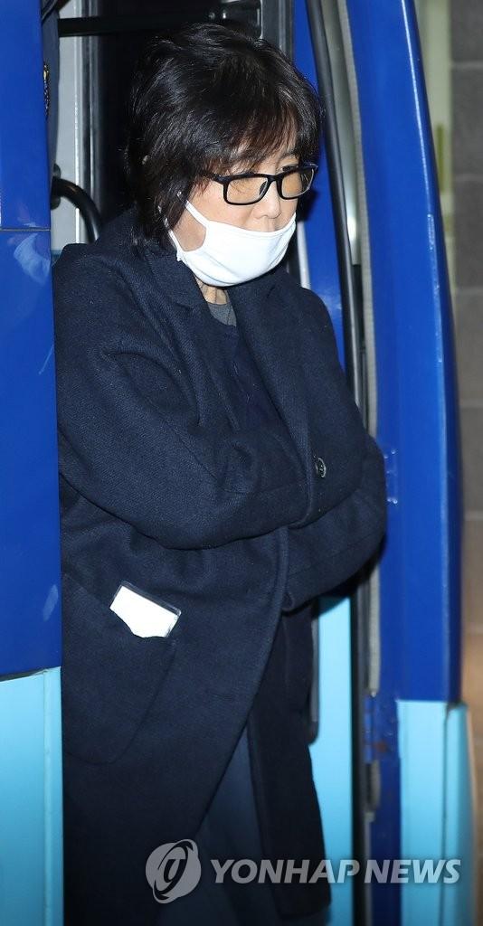 韩总统闺蜜之女高三出勤仅17天照常毕业 - 3