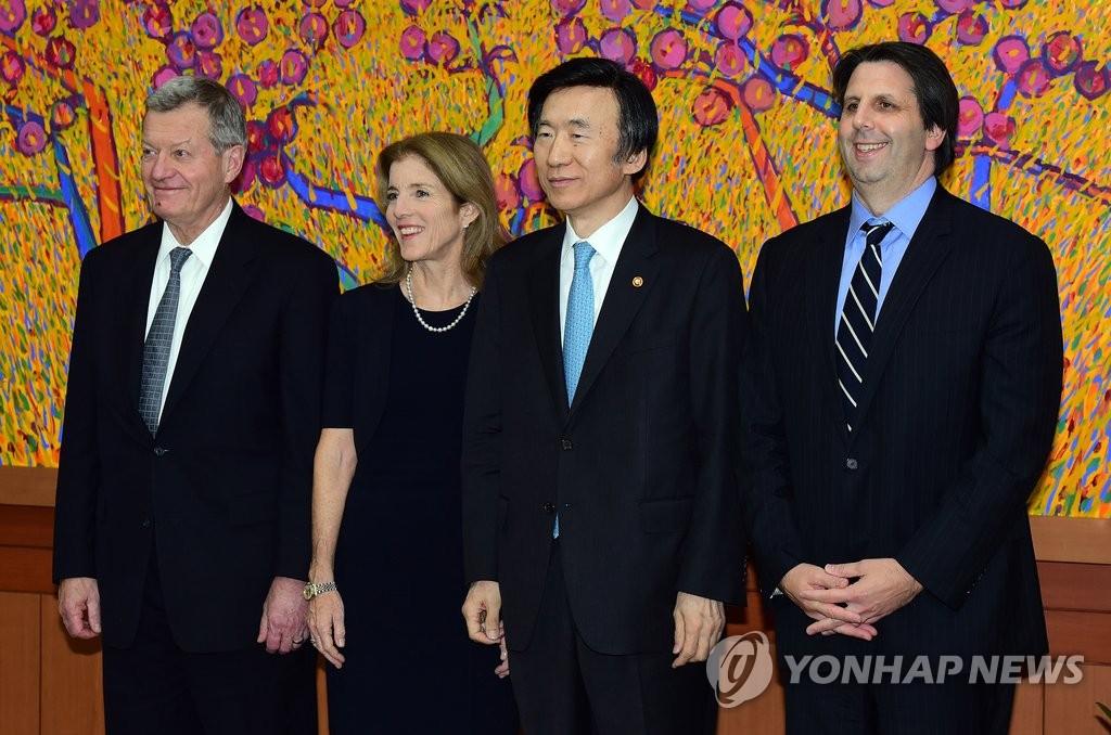 韩外长接见美国驻韩中日三国大使