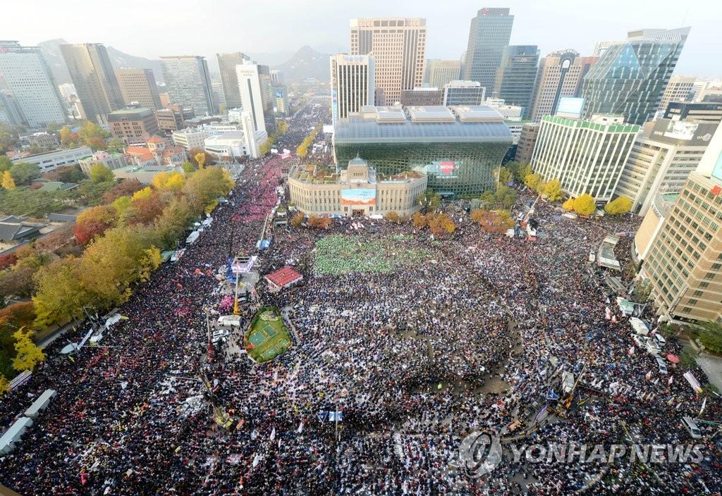 韩民众集会要求朴槿惠下台
