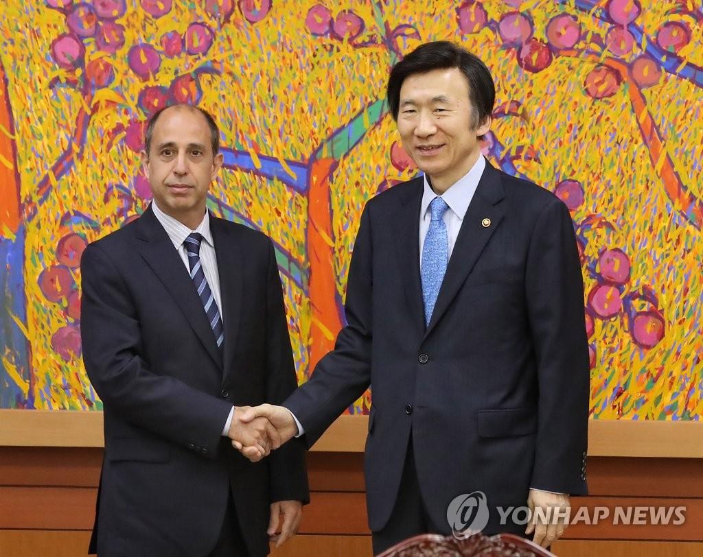 韩外长和新任朝鲜人权特别报告员