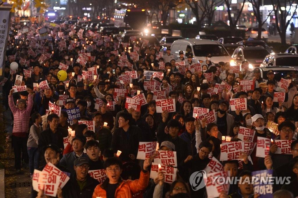 大邱市民游行敦促总统下台
