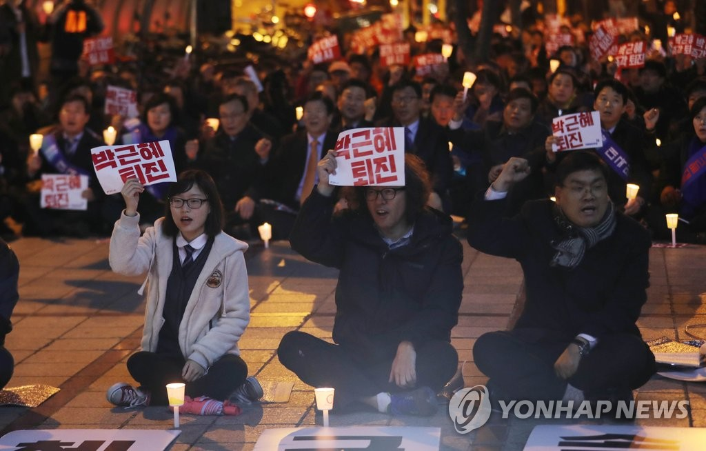 韩民众举行集会要求朴槿惠下台