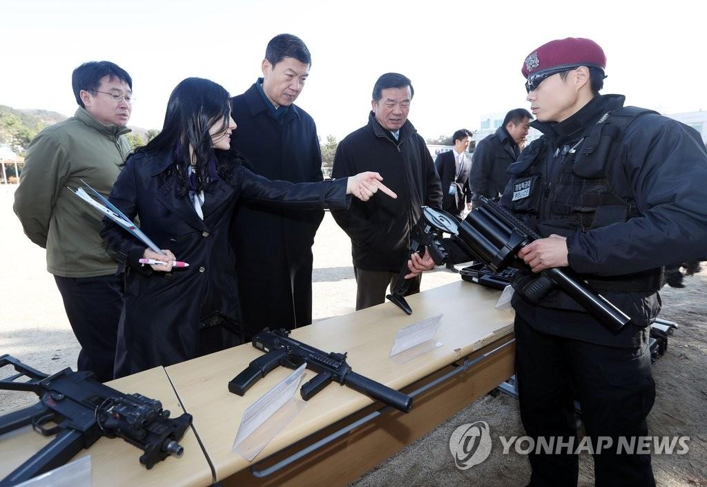 中国公安部参观韩国特种警察部队
