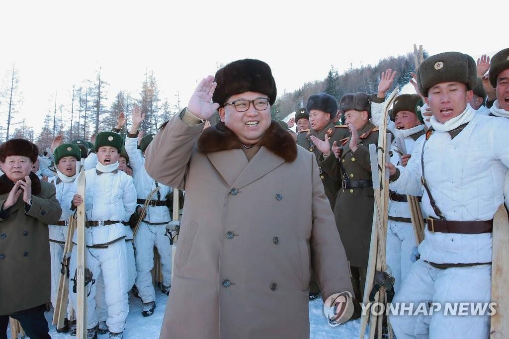 金正恩指导步兵滑雪训练