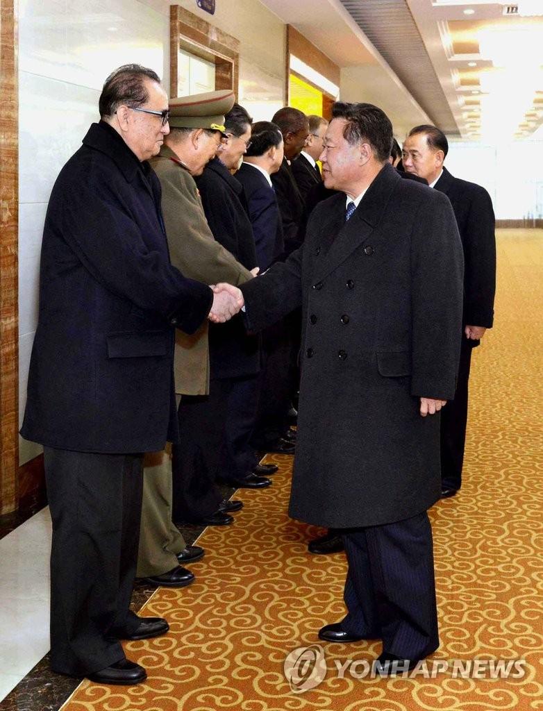 朝崔龙海启程赴古巴吊唁卡斯特罗