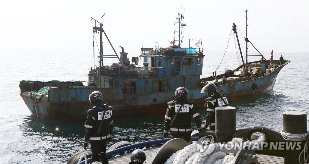 韩海警拟在捕蟹旺季严打非法捕捞中国渔船