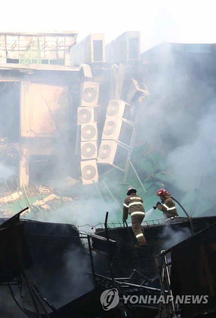 大邱集市灭火工作仍在进行中