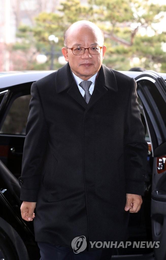 宪法法官首开会商讨弹劾案