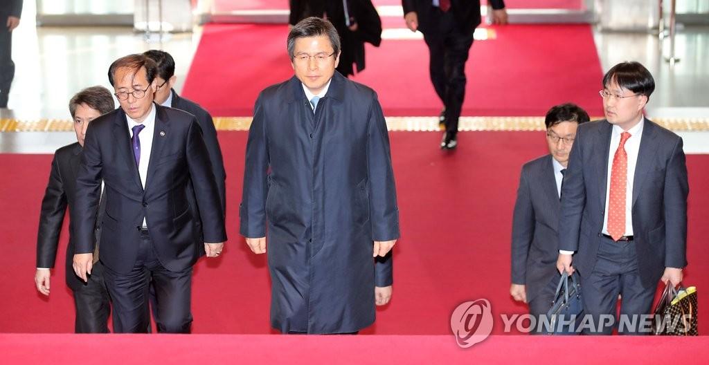 韩代总统出席国会质询政府工作会