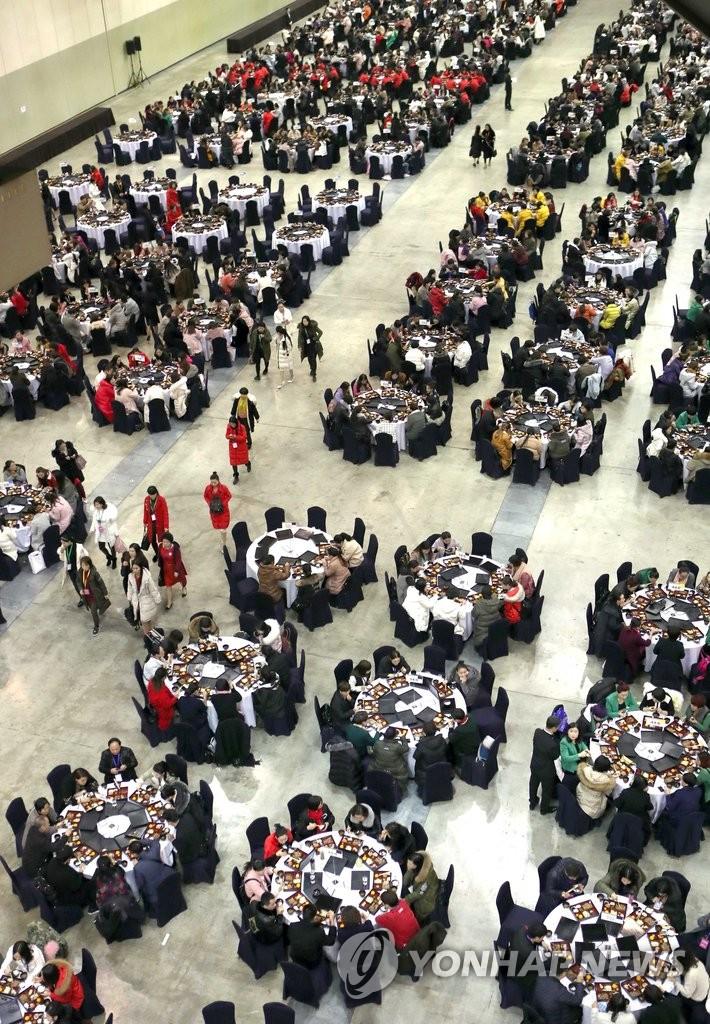 2千人共进午餐